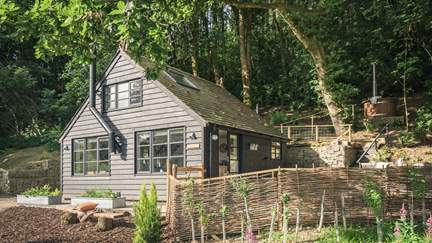 Woodlanders - South Shropshire Hills, Sleeps 2 in 1 Bedroom