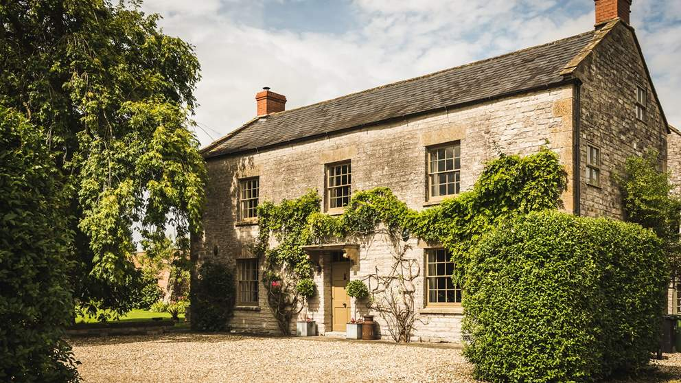 This incredibly pretty, extensive farmstead is the ideal setting for grand get-togethers