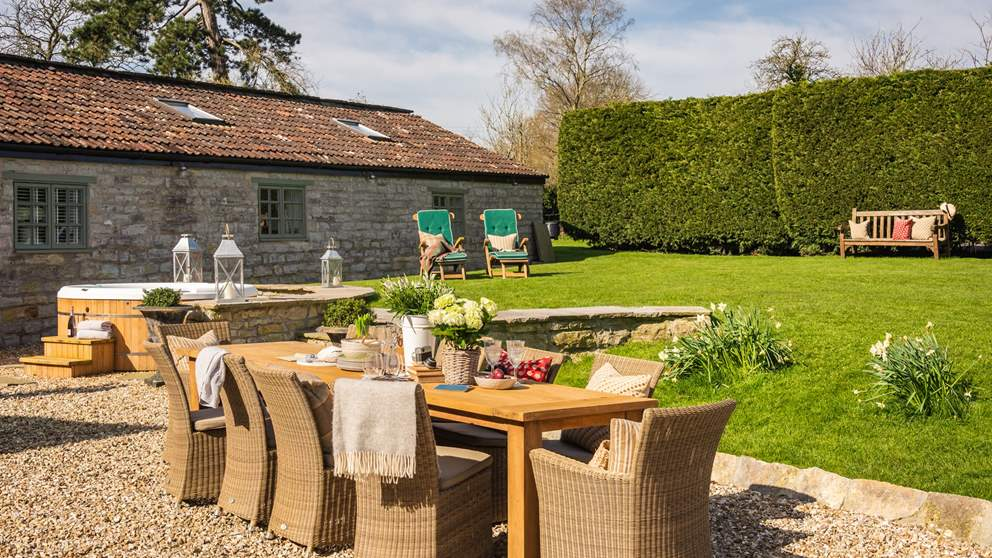 The farmhouse has a formal garden to the front, and lawned areas to the rear