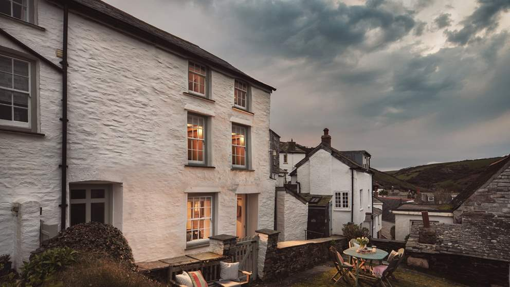 With over 200 years of history, Mount Pleasant is one of Port Isaac's oldest properties