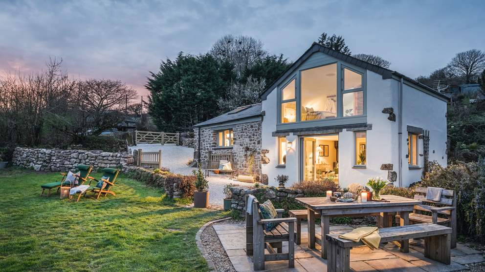 Warm and oh-so-inviting, this Cornish dream awaits, the perfect escape for couples