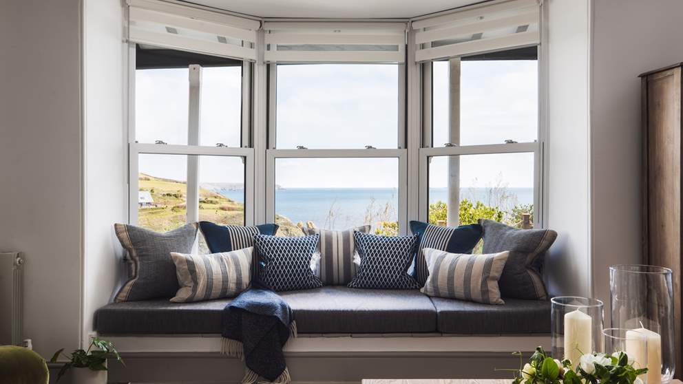 The stunning window seat in the 'Summer' room