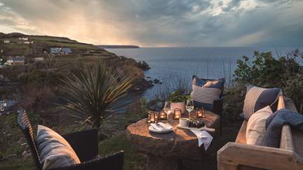 Atlinto - Cadgwith, Sleeps 8 + cot in 4 Bedrooms