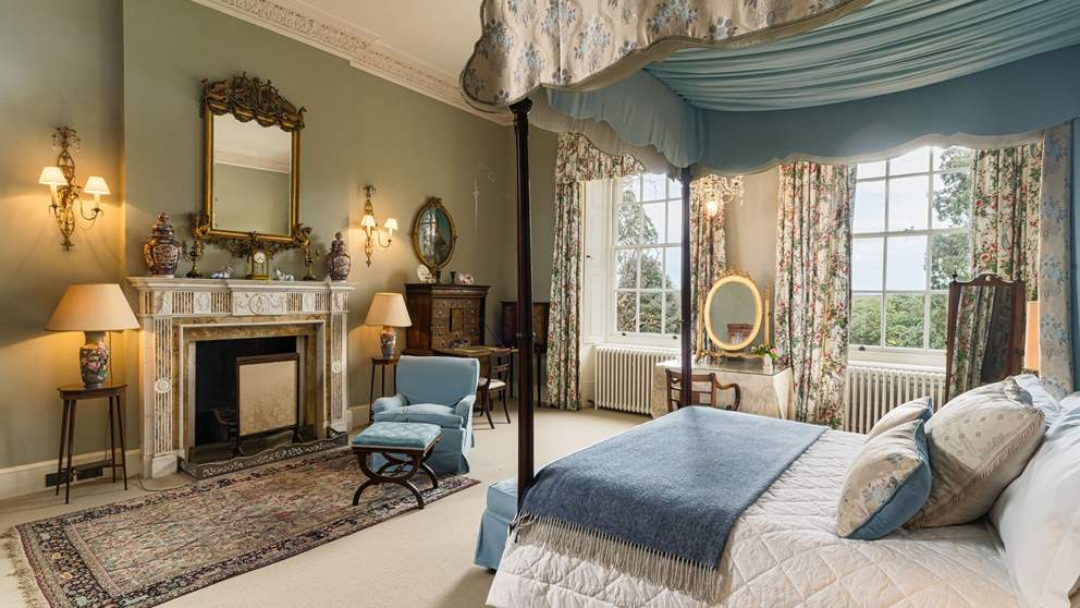 Delightful 'Emma' has a wonderful four poster bed