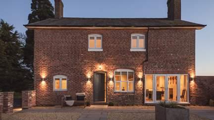 Brick House Farm - 13.8 miles NE of Hereford, Sleeps 14 + 2 cots in 6 Bedrooms