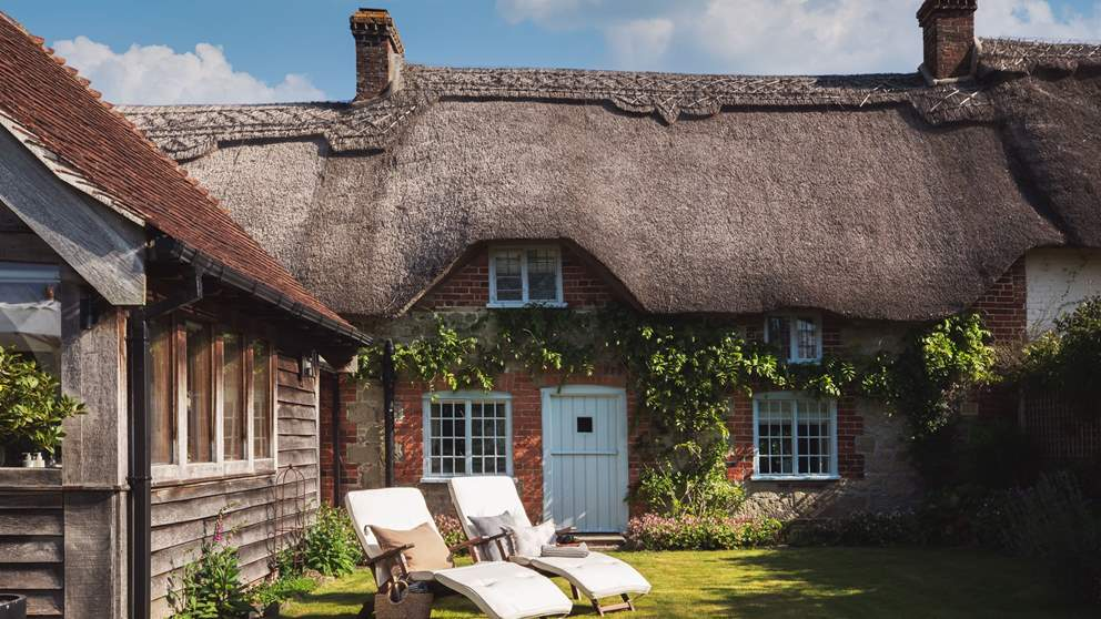 This tantalising thatch cottage is simply breathtaking