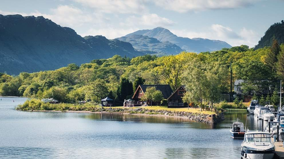 Surrounded by mountains and ridges, Loch Lomond has a dramatic, stunning landscape