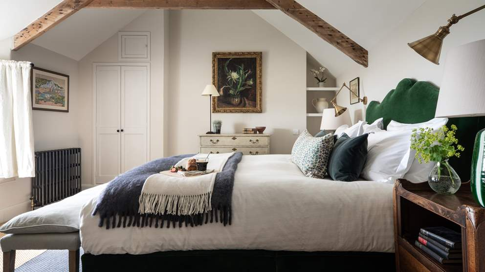There are five exquisite bedrooms to choose from