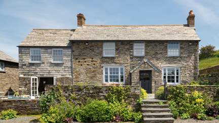 Fentafriddle Farmhouse - 1 mile E of Trebarwith Strand, Sleeps 10 + cot in 5 Bedrooms