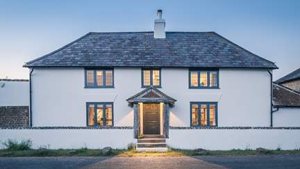 Quay House - 4.5 miles S of Chichester, Sleeps 10 in 5 Bedrooms