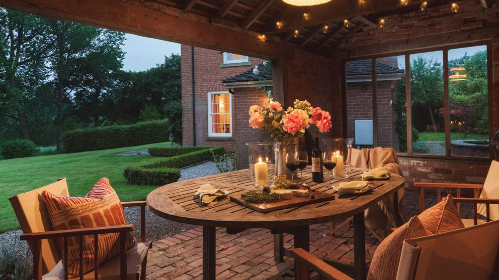The oh-so-pretty loggia, perfect for dinner parties and soirees