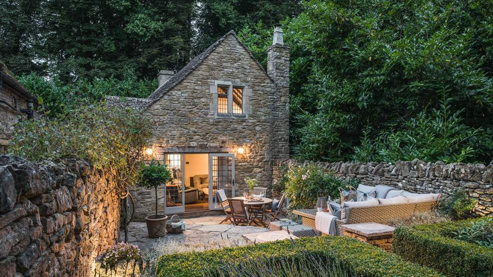 Beautiful Shepherd's Cottage, our exquisite retreat in the Cotswolds