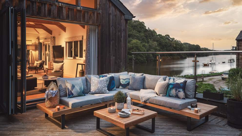 A heavenly Devonshire retreat awaits lovers of waterside vistas and idyllic country living...