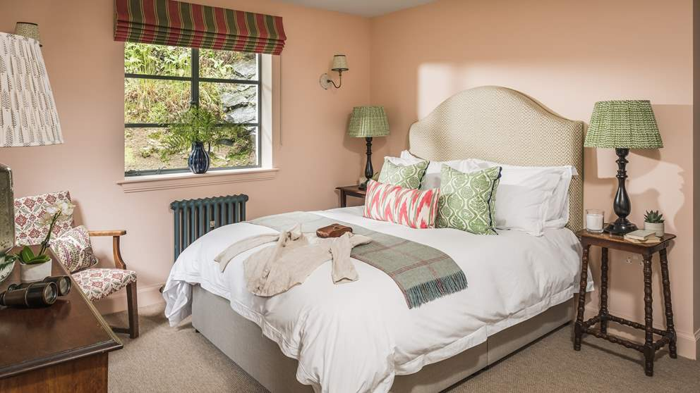 With warm, earthy tones used throughout with red accents, this is a rich, cosy escape with king sized bed