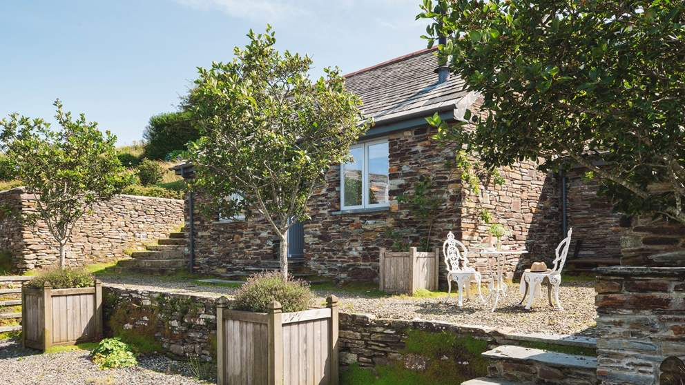 Darling Fentafriddle Lodge is just perfect for single travellers or couples alike...