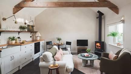 Fentafriddle Lodge - 1.2 miles E of Trebarwith Strand, Sleeps 2 + cot in 1 Bedroom