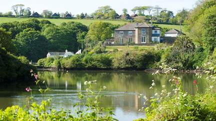 Froe - 2.4 miles S of Portscatho, Sleeps 14 + 2 cots in 7 Bedrooms