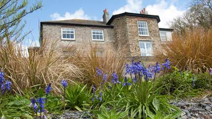 The Miller's House at Froe - 2.4 miles S of Portscatho, Sleeps 6 + cot in 3 Bedrooms