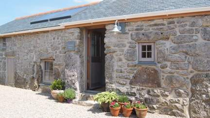 Emma's Barn - 2.2 miles NE of Sennen, Sleeps 2 + cot in 1 Bedroom