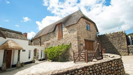 The Beach House, Dorset - 4.8 miles E of Lyme Regis, Sleeps 6 + cot in 3 Bedrooms