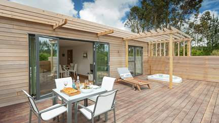 Fern at The Emerald - 5.3 miles N of Falmouth, Sleeps 2 + cot in 1 Bedroom