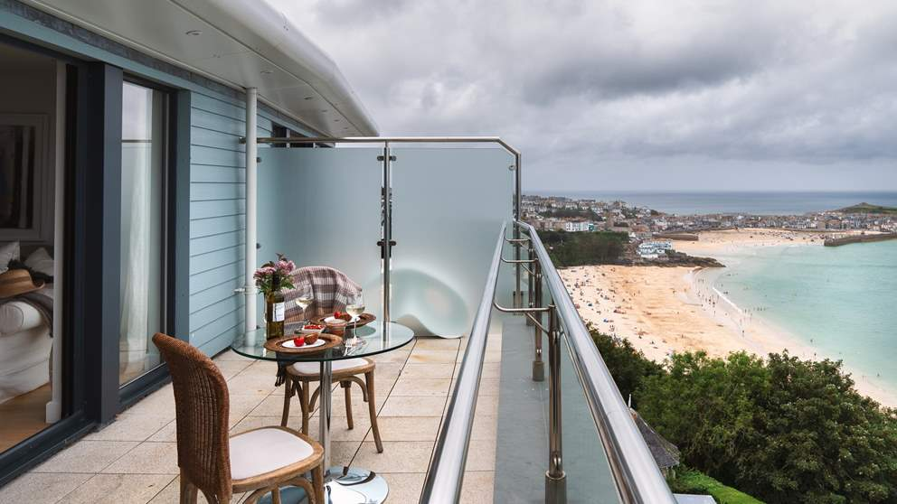 Your heart will beat a little faster when you walk into this uber-hip luxury penthouse apartment with its staggering views over St Ives.