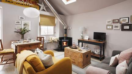 The Store Room - Mousehole, Sleeps 2 + cot in 1 Bedroom