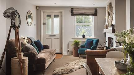 Yachtsman's Cottage - Lymington, Sleeps 4 + cot in 2 Bedrooms