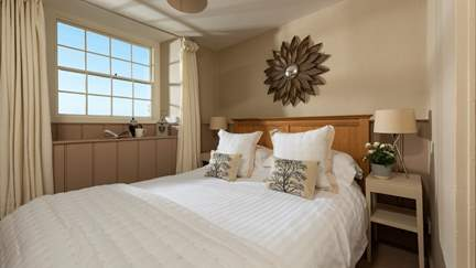 Apple Loft - 4.8 miles N of Porthleven, Sleeps 2 in 1 Bedroom