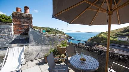 The Blue House - Portloe, Sleeps 4 + cot in 2 Bedrooms