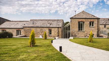 Trevear Mill House - 3.2 miles SE of Padstow, Sleeps 6 + cot in 3 Bedrooms