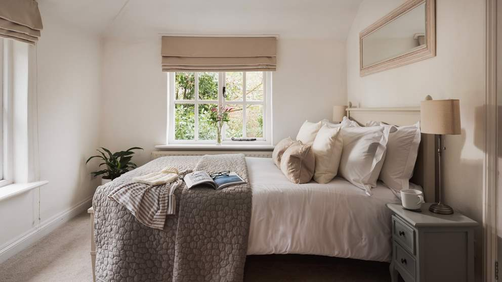 Sink into the romantic double bed in the sumptuous master suite with gorgeous linens, a handmade mattress and cosy throws.