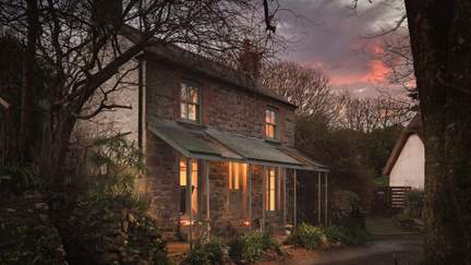 Grandad's Cottage - The Lizard, Sleeps 4 + cot in 2 Bedrooms
