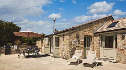 Barn Owl Roost - 3.2 miles SE of Padstow, Sleeps 4 + cot in 2 Bedrooms